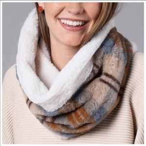 Reversible faux fur lined scarf